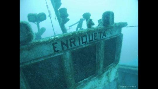 Barco en inmersión de buceo
